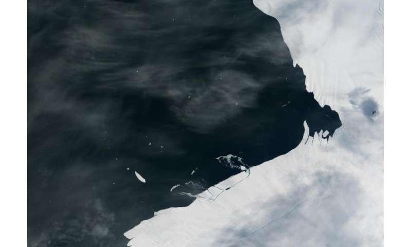 Glacial 'aftershock' spawns Antarctic iceberg