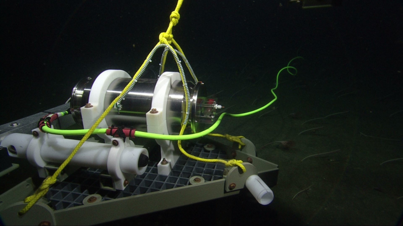 Hacking a pressure sensor to track gradual motion along marine faults