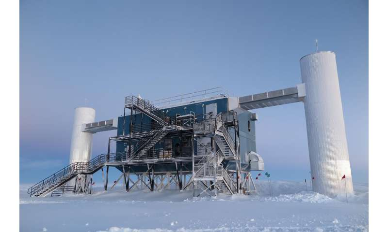 IceCube helps demystify strange radio bursts from deep space
