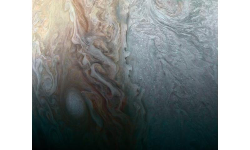 Image: Colliding weather fronts on Jupiter