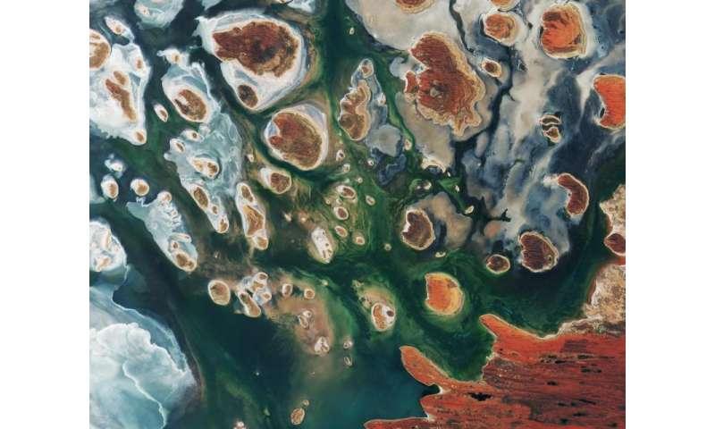 Image: Lake MacKay, Australia captured by Copernicus Sentinel-2B