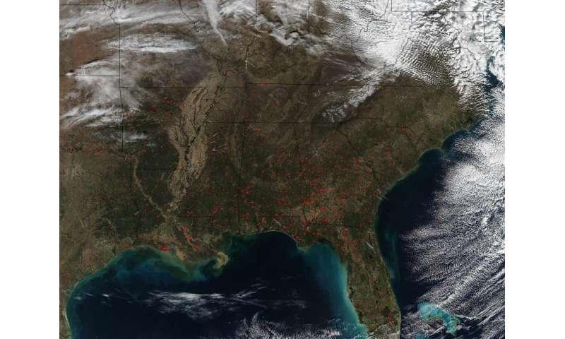 Image: NASA sees fires still dotting U.S. Southeast