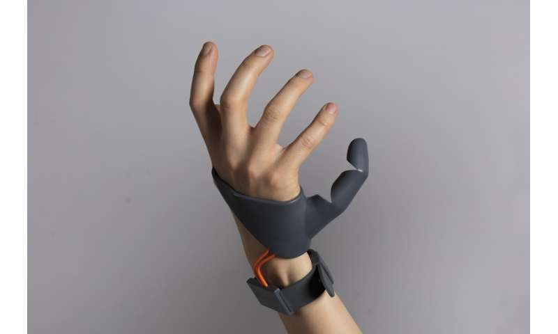 Mechanical third thumb offers extended hand abilities