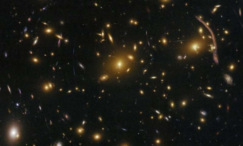 Method to weigh galaxy clusters could help astronomers understand mysterious 'dark matter' structures