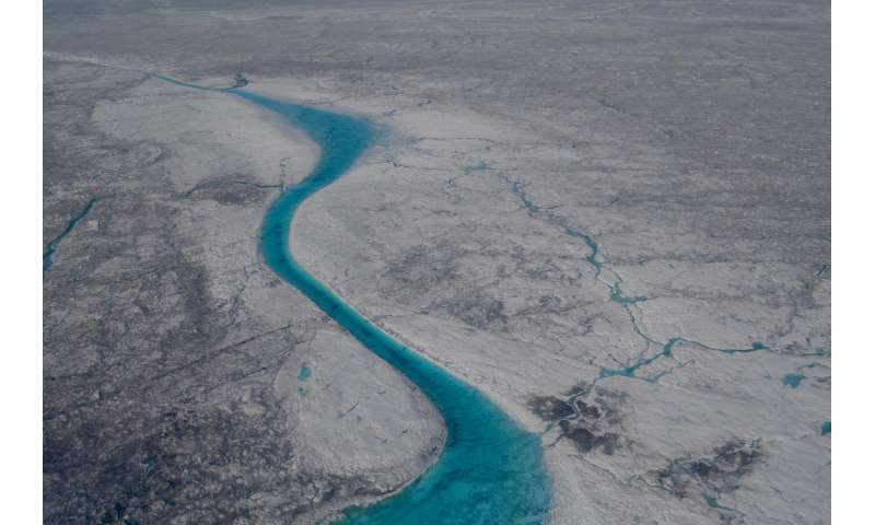 Microbes on ice sheets produce bioreactive carbon that is exported to downstream ecosystems