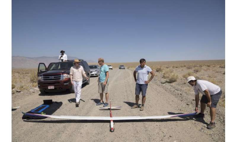 Microsoft researchers test AI-controlled soaring machine