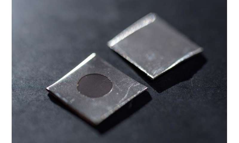 Nanotexturing creates bacteria-killing spikes on stainless steel surfaces