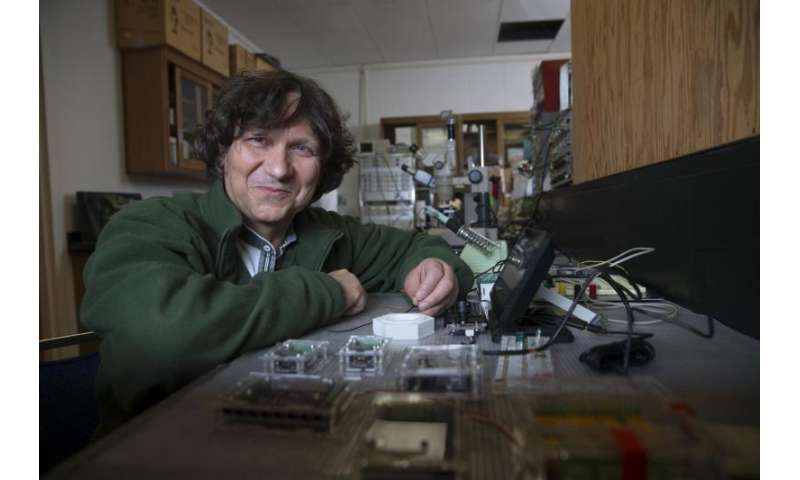 Neuroscientist probes fruit flies to discover sleep/eating/activity connection