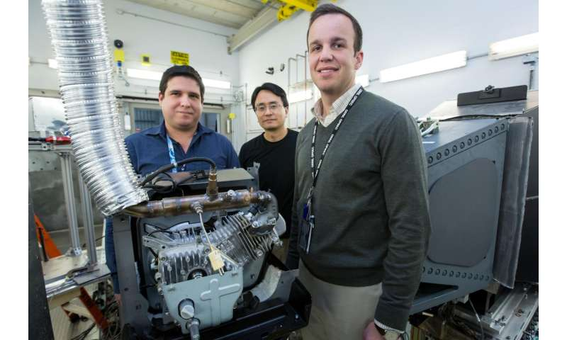 Neutrons peer into a running engine