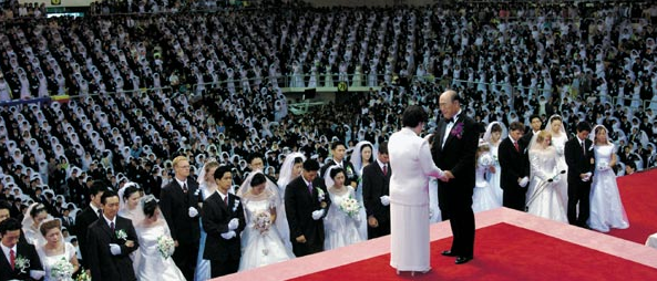 Sun Myung Moon presides over a mass blessing ceremony in 2010