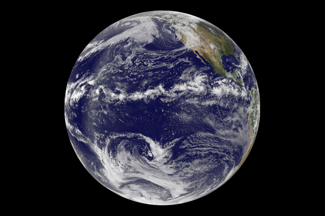 Ocean circulation, coupled with trade wind changes, efficiently limits shifting of tropical rainfall patterns