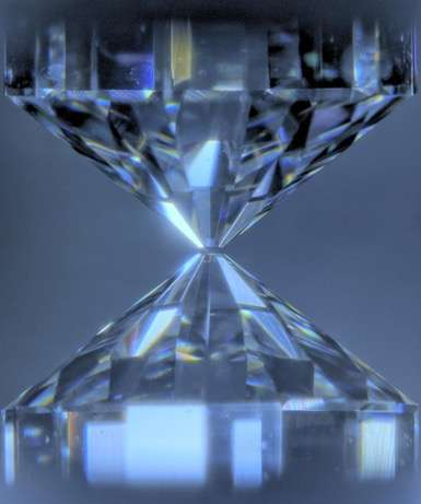 'Quartz' crystals at the Earth's core power its magnetic field