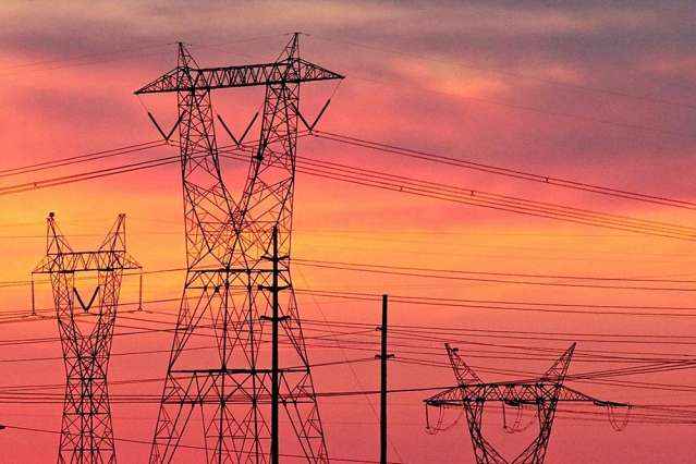 Report warns of hacking risk to U S  electric grid, oil pipelines