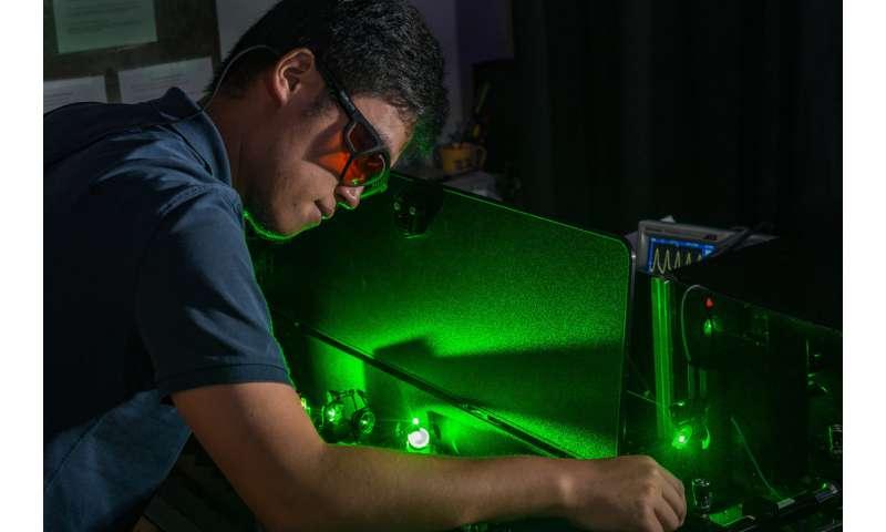 Rice U. study: Vibrating nanoparticles interact