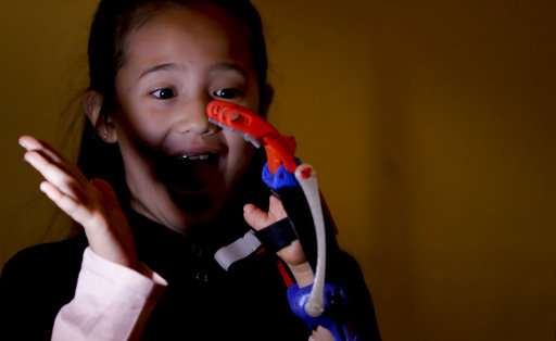 'Superhero' 3D printed hands help kids dream in Argentina