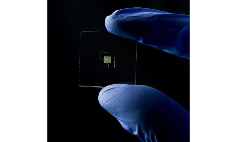 Team 3-D-prints first truly microfluidic 'lab on a chipl devices
