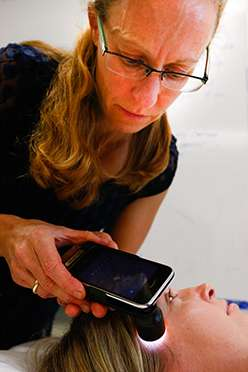 The role of smartphones in skin checks for early detection of melanoma