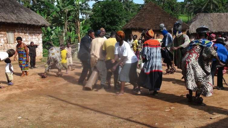 Threatened languages and how people relate to them—a Cameroon case study