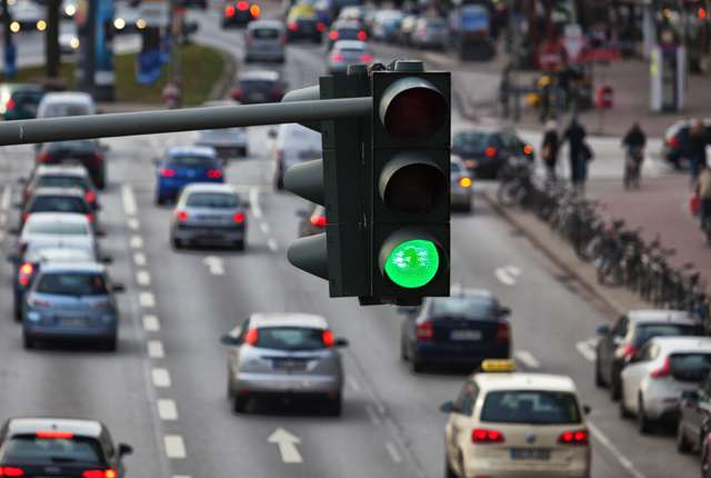Traffic-light-controlled intersections found to attract fatal accidents