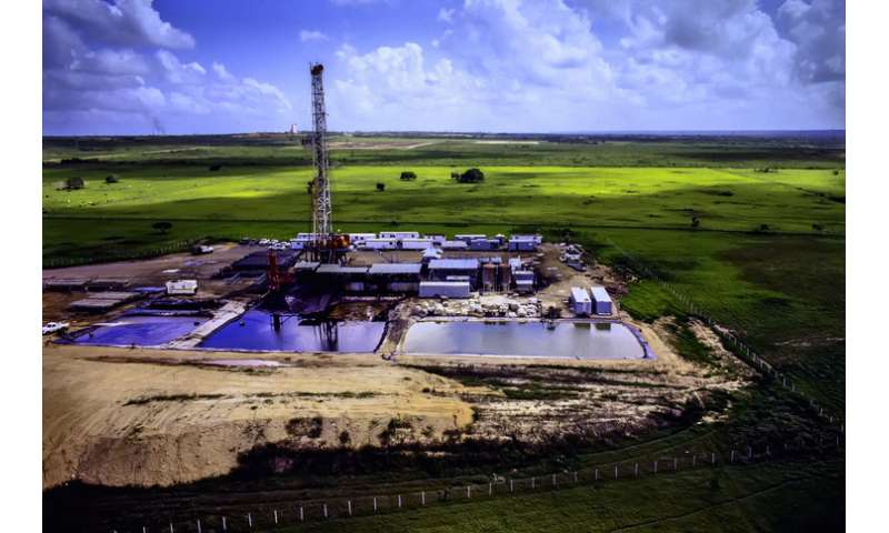 Treated hydraulic fracturing wastewater may pollute area water