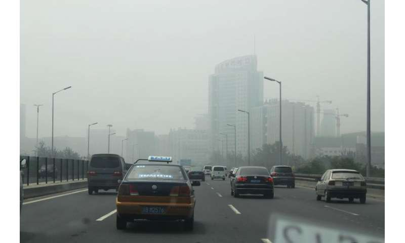 Vehicles, not farms, are likely source of smog-causing ammonia