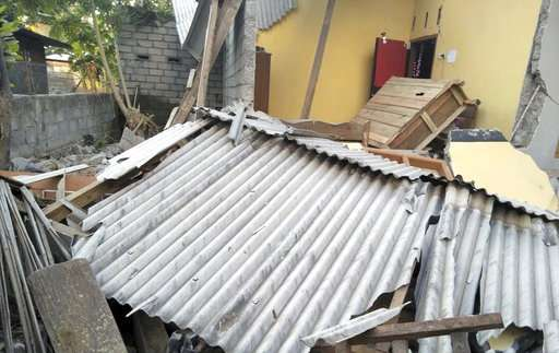 At least 10 dead, 40 hurt as 6.4 quake hits Indonesia island