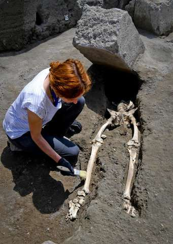 Pompeii: New find shows man crushed trying to flee eruption