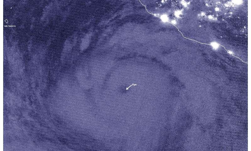 Satellite shows this bud's a major hurricane for you, Eastern Pacific Ocean