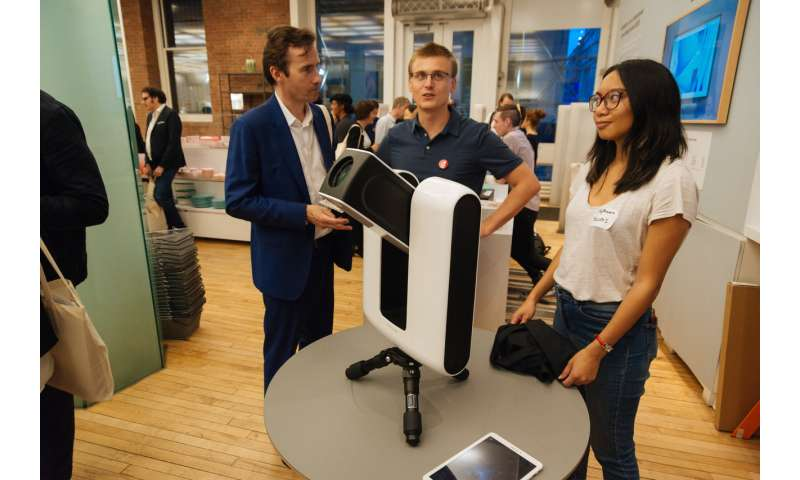 Sleek telescope makes it in the Big Apple