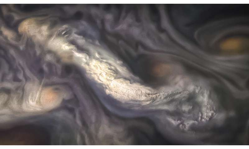 Study helps solve mystery under Jupiter's coloured bands