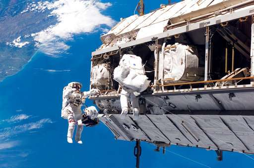 Trump wants NASA out of space station by 2025, businesses in