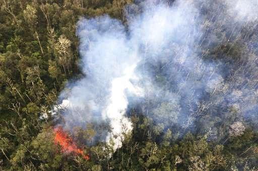 Volcanic gases prompt door-to-door evacuation in Hawaii