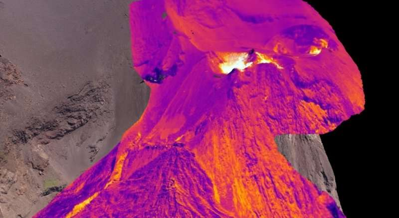 Scientists create world's first 3-D thermal image of volcano