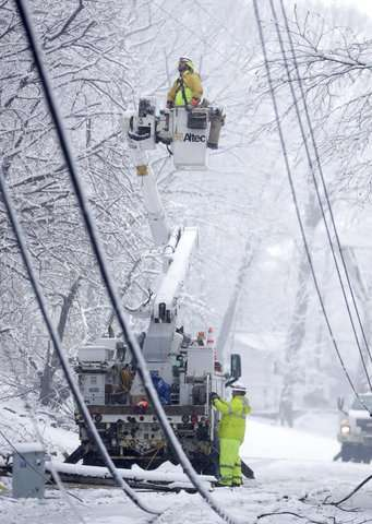 Another snowstorm hits the Northeast, threatens more outages