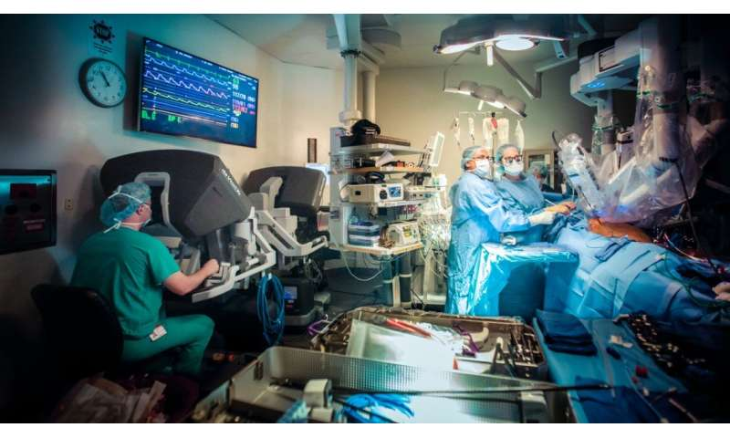 Study explores how robots in the operating room impact teamwork