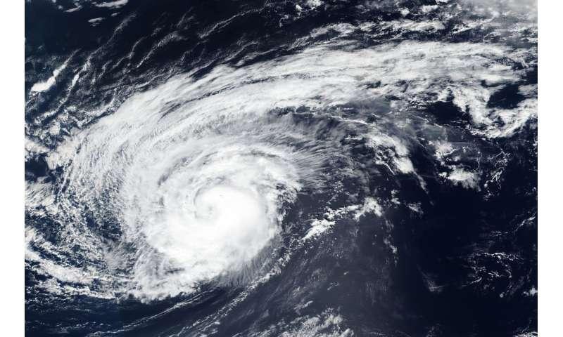 NASA-NOAA's Suomi-NPP satellite finds Hurricane Leslie's ragged eye