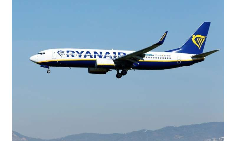 Low-cost pioneer Ryanair wants to sack all its Dutch-based crew, according to a pilots union