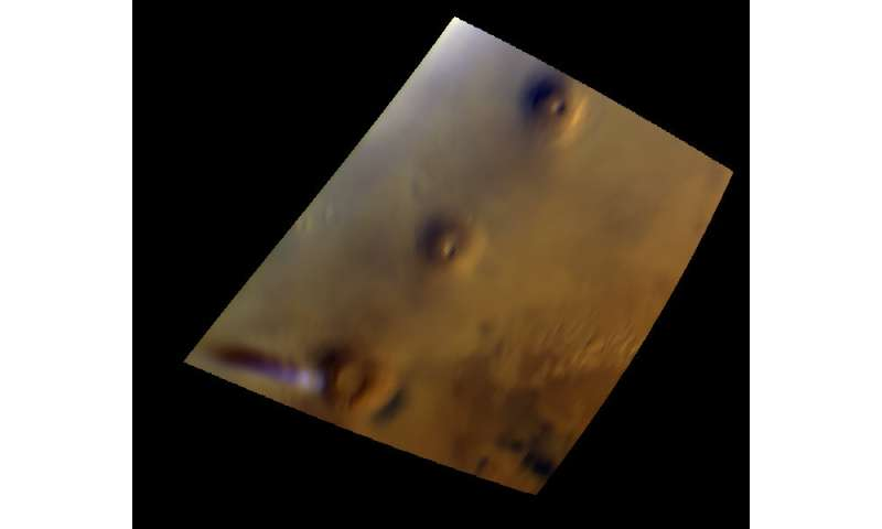 Mars Express keeps an eye on curious cloud