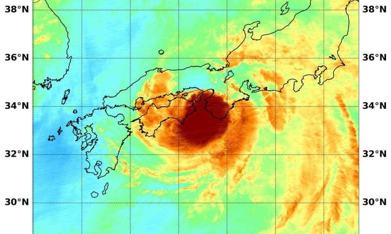 NASA water vapor data shows cimaron making landfall in Japan