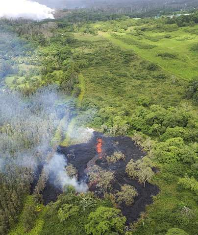 New Hawaii volcano lava fissure spurs more evacuations