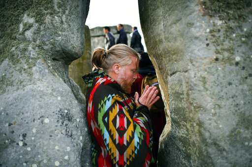 Thousands celebrate summer solstice at Stonehenge