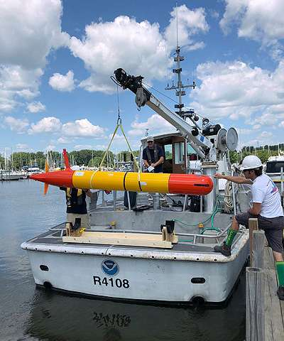 Underwater robot tracks toxic algae in Lake Erie