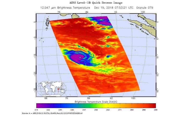 NASA finds extreme rainfall in Tropical Cyclone Kenanga