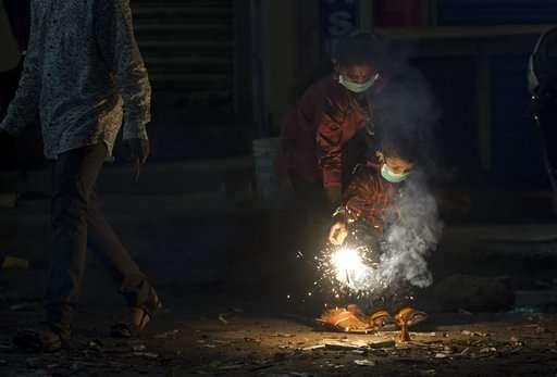 Toxic smog cloaks New Delhi morning after Diwali festivities