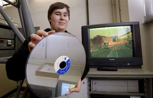 Volunteers work to save vintage train simulator in Berlin