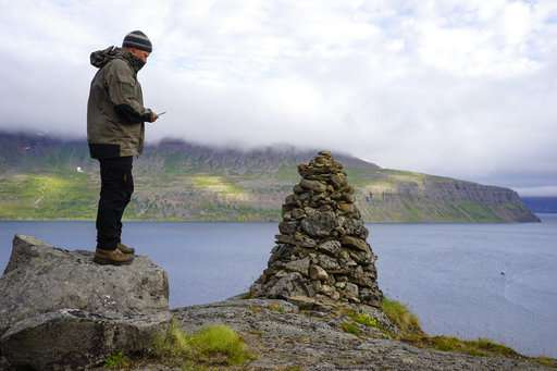Wired Icelanders seek to keep remote peninsula digital-free