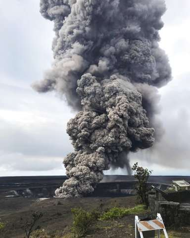 Hawaii volcano could spew boulders the size of refrigerators