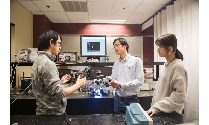 Big energy savings: Researchers build the world's smallest electro-optic modulator