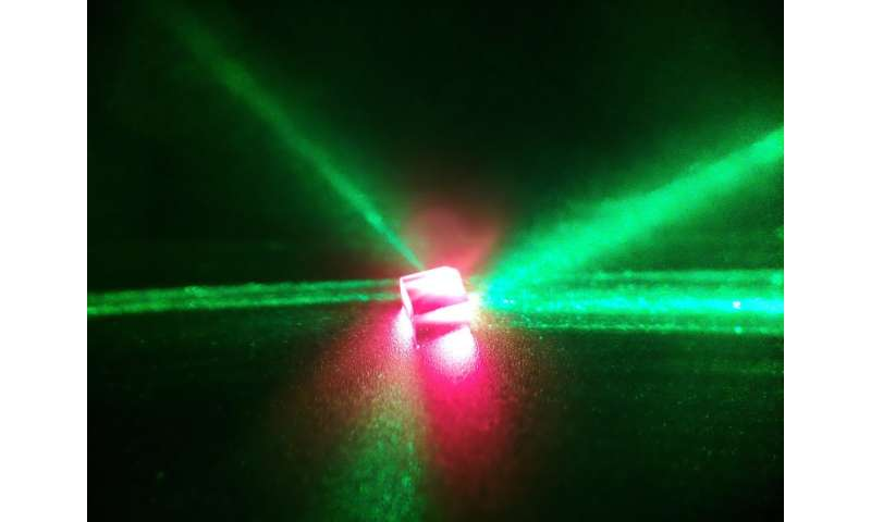 Scientists use diamond in world's first continuous room-temperature solid-state maser