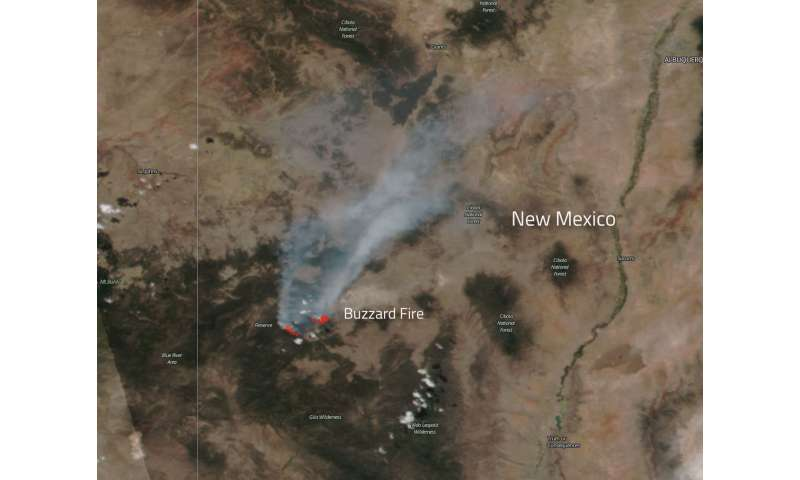 NASA's Aqua satellite captures heat signature and smoke from buzzard fire